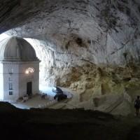 Gola della Rossa e di Frasassi: la Grotta del Mezzogiorno, il Foro degli Occhialoni, i Gradoni e il Tempio di Valadier