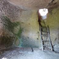 https://thebinutrek.com/2015/08/29/parco-archeologico-citta-del-tufo-sorano-vitozza-le-vie-cave-e-la-necropoli-etrusca-di-sovana/