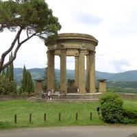 """L'antico borgo di Poppi, la """"Torre dei Diavoli"""" e il piccolo Parco Zoo"""