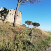 Il Castello di Montegualandro, a guardia della Pieve di Confine